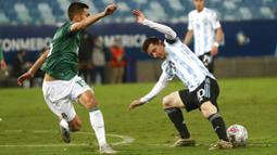 Lionel Messi tampil gemilang dengan memborong dua gol kemenangan Tim Tango. Dua gol Argentina lainnya dicetak oleh Alejandro Gomez dan Lautaro Martinez. Sementara itu, satu gol hiburan Bolivia dicetak oleh Erwin Saavedra. (AP/Bruna Prado)