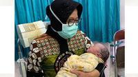 Tri Rismaharini sambut cucu kedua berjenis kelamin laki-laki. (Sumber: Instagram/@tri.rismaharini)