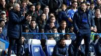 Manajer Chelsea, Frank Lampard (kanan), berhasil mengalahkan tim asuhan Jose Mourinho, Tottenham Hotspur, dalam dua laga di Premier League musim ini. (AFP/Ian Kington)