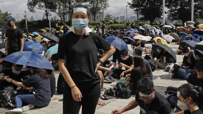 Demonstran Hong Kong di depan kantor kepolisian (AFP PHOTO)