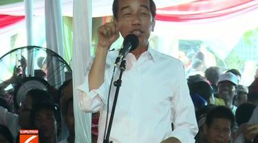 Selain itu, tiga program kartu andalan Jokowi di tahun mendatang juga kembali disampaikan di hadapan massa pendukung.