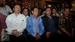 Ketua Umum PKPI Sutiyoso (kedua kiri) saat menghadiri acara deklarasi dukungan dari relawan Jokowi terhadap dirinya sebagai calon Kepala Badan Intelijen Negara (BIN), di Jakarta, Kamis (25/6/2015). (Liputan6.com/Johan Tallo)