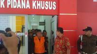 Jaksa Penyidik Kejati Aceh Tahan Mantan Bupati Simeulue (Foto; Dok Penkum Kejagung)
