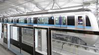 Kereta mass rapid transit (MRT) terparkir di depo  MRT Lebak Bulus, Jakarta, Selasa (28/8). Selama lima minggu, kereta akan bertahap diuji coba dari Depo Lebak Bulus hingga ke titik naik penumpang di stasiun. (Liputan6.com/Herman Zakharia)