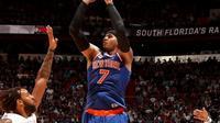 Forward New York Knicks, Carmelo Anthony, mencetak 35 poin untuk membawa timnya mengalahkan Miami Heat 114-103 dalam lanjutan NBA, Selasa (6/12/2016). (NBA)