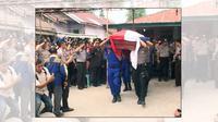 Pemakaman Polisi yang ditembak rekannya sendiri. (Liputan6.com/Reza Perdana)