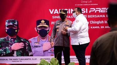 Serikat buruh KSPSI menggelar vaksinasi gratis bersama Polri