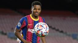 1. Ansu Fati (80 juta euro) -  Penyerang berusia 18 tahun ini tampil mengagumkan bersama Barcelona dan timnas Spanyol. Ansu Fati menjadi salah satu pemain bertalenta yang saat ini dimiliki oleh Barcelona. (AFP/Lluis Gene)
