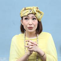 Ayu Dewi (Nurwhayunan/bintang.com)