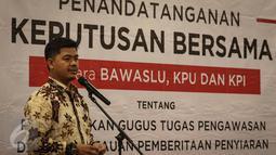 Ketua Komisi Pemilihan Umum (KPU) Juri Ardiantoro memberikan kata sambutan saat Penandatanganan Keputusan Bersama Antara Bawaslu, KPU, Dan KPI di Jakarta, Jumat (11/11). (Liputan6.com/Faizal Fanani)