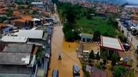 3 hari sudah kawasan Baleendah terendam banjir. Sementara itu, puluhan polisi pamong praja pingsan saat mengikuti upacara.