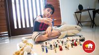 Selain bisa menghemat pengeluaran dan menghindari gaya hidup yang konsumtif, Anda pun bisa mengawasi anak-anak bermain sembari beraktivitas di dalam rumah.