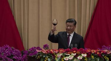 Presiden China Xi Jinping saat malam perayaan HUT ke-70 RRC (Noel Celis / AFP PHOTO)