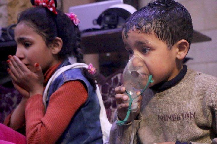 Dugaan penggunaan senjata kimia di Suriah yang mengenai warga sipil, termasuk anak-anak. (Foto: SYRIAN CIVIL DEFENSE (WHITE HELMETS))
