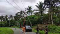 pemulihan listrik pasca gempa Halmahera. (Liputan6.com/Katharina Janur/PLN Ternate)