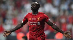 Sadio Mane menjadi salah satu pendulang gol Liverpool musim lalu. Pemain berkebangsaan Senegal ini tercatat mencetak 16 gol dan 9 assist dari 48 pertandingannya. Berkat jasanya, The Reds mampu pertahankan peringkat tiga besar Liga Inggris musim 2020/2021. (Foto: AFP/Bulent Kilic)