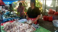 Penjual daging ayam di Pasar Kwitang Dalam (Foto: Liputan6.com/Maulandy R)