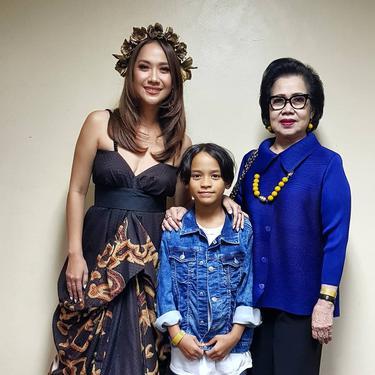 Potret dari Emmy Syarif ibunda Bunga Citra Lestari