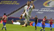 Penyerang Paraguay, Braian Samudio melakukan selebrasi usai mencetak gol ke gawang Chile pada pertandingan lanjutan Grup A Copa America 2021 di Stadion Nacional Mane Garrincha, Brasilia, Jumat (25/6/2021) pagi WIB. Paraguay menang atas Chile dengan skor 2-0. (AP Photo/Ricardo Mazalan)
