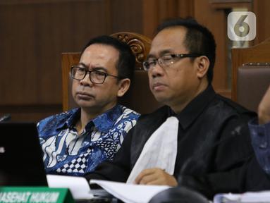 Terdakwa kasus tindak pidana pencucian uang dan korupsi Tubagus Chaeri Wardana alias Wawan (kiri) menjalani sidang lanjutan di Pengadilan Tipikor, Jakarta, Jumat (14/2/2020). Sidang tersebut beragendakan pemeriksaan saksi yang dihadirkan dua orang saksi dari JPU KPK. (Liputan6.com/Angga Yuniar)