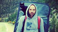 Millie kucing berwarna hitam jadi sahabat terbaik mendaki gunung.