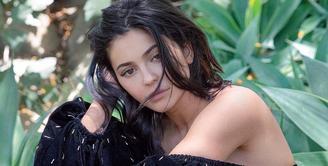 Khloe Kardashian dan Kourtney Kardashian menjadi korban perselingkuhan beberapa waktu terakhir. Namun, apakah Kylie takut mengalami hal serupa? (instagram/kyliejenner)
