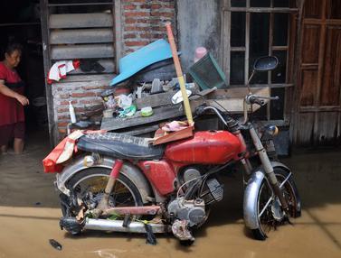 Tanggul Sungai Jebol, Banjir Rendam Sejumlah Rumah Warga di Semarang