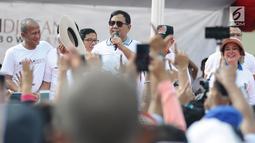 Calon Presiden nomor urut 02, Prabowo Subianto menghadiri kegiatan jalan sehat di kawasan Jakarta Pusat, Sabtu (2/2).  Acara yang digelar oleh relawan Roemah Djoeang ini mengambil rute dari Irti Monas menuju Lapangan Banteng (Liputan6.com/Herman Zakharia)