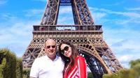Maia Estianty unggah potret di depan menara Eiffel di Paris saat masih pacaran dengan Irwan Mussry (Dok.Instagram/@maiaestiantyrealhttps://www.instagram.com/p/CAWKQEsnKix/Komarudin)