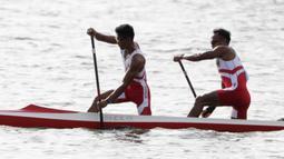 Pasangan Indonesia, Anwar Tara dan Yuda Firmansyah, saat beraksi pada SEA Games 2019 cabang kano nomor 1000 meter putra di Subic, Filipina, Jumat (6/12). Pasangan Indonesia berhasil meraih medali emas. (Bola.com/M iqbal Ichsan)