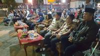 Nobar film edukatif Aisyah Biarkan Kami Bersaudara di halaman Kantor Dinas Pendidikan Kabupaten Majalengka, Sabtu (17/12/2017) (Liputan6.com/Pool/Pusbangfilm)