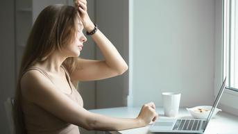 Ketahui Ciri Sakit Kepala Akibat Dehidrasi