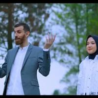 Nissa Sabyan dan Adam Ali bekolaborasi di lagu Al Barq Al Yamani.