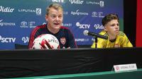 Pelatih Arsenal U-18, Kenneth Joseph Gillard saat jumpa pers usai laga U-20 International Cup 2019 di Bali, Minggu (1/12). (Dewi Divianta)