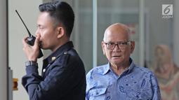 Mantan Menko Bidang Perekonomian Dorodjatun Kuntjoro usai pemeriksaan di Gedung KPK, Jakarta, Rabu (21/2). Dorodjatun diperiksa terkait kasus dugaan korupsi penerbitan SKL Bantuan Likuiditas Bank Indonesia (BLBI). (Liputan6.com/Herman Zakharia)