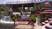 Air terjun ini sebenarnya hanya efek perbedaan ketinggian dasar sungai karena pembangunan pondasi jembatan sungai Blongkeng, namun menjadi indah. (foto: Liputan6.com / edhie prayitno ige)