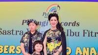 Fitri Handayani mengadakan acara santunan anak yatim sekaligus untuk memperingati ulang tahun sang suami.