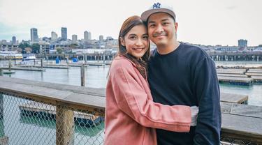 Chelsea Olivia dan Glenn Alinskie dikenal sebagai pasangan yang kerap travelling di berbagai belahan dunia. Keduanya pernah liburan keliling Eropa dan Jepang, kini pasangan tersebut menghabiskan liburannya di Amerika Serikat.(Liputan6.com/IG/@chelseaoliviaa)