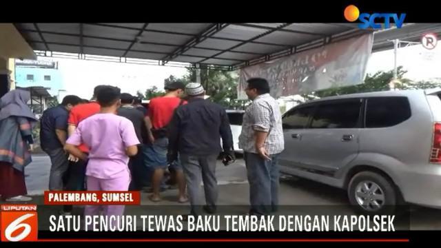 Tiga kawanan pencuri baku tembak dengan seorang polisi saat terpergok sedang mencuri rumah yang ditinggal pemiliknya mudik lebaran di Palembang, Sumatera Selatan.