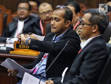 Ahli dari TKN Dokter Heru Widodo (kanan) dan Prof Edward Omar Syarief Hiariej (kiri) saat bersaksi selama sidang lanjutan sengketa Pilpres 2019 di Gedung Mahkamah Konstitusi (MK), Jakarta, Jumat (21/6/2019). (Liputan6.com/Johan Tallo)