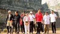 Presiden Jokowi bersama sejumlah pejabat menyambangi kawasan Candi Borobudur, Magelang, Jawa Tengah. (Istimewa)