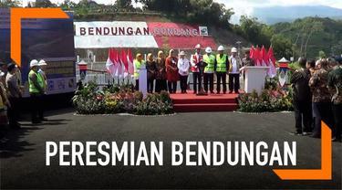 Presiden Joko Widodo hari ini meresmikan bendungan Gondang di Karanganyar, Jawa Tengah. Bendungan ini nantinya akan memberi pasokan air ke Sragen dan Karanganyar.