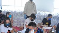 Wali Kota Manado GS Vicky Lumentut, Sabtu (25/04/2020), memantau penyaluran paket sembako.
