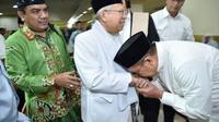 Menteri Agama Lukman Hakim Saifuddin saat menemui KH Ma'ruf Amin. (www.kemenag.go.id)