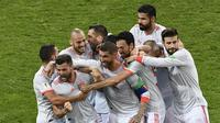 Tim Spanyol merayakan gol Nacho Fernandez ke gawang Portugal. (AFP/Jonathan Nackstrand)