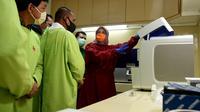 Di hari pertama ini pihak RS USU telah menerima 40 sampel dari berbagai rumah sakit yang ada di Sumut, dan untuk pemeriksaanya tidak dipungut biaya.