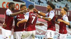 Para pemain Aston Villa merayakan gol yang dicetak oleh Ezri Konsa ke gawang Sheffield United pada laga Liga Inggris di Stadion Villa Park, Senin (21/9/2020). Aston Villa menang dengan skor 1-0. (Julian Finney/Pool via AP)