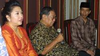 Gus Dur bertemu dengan Jokowi saat masih menjabat sebagai Wali Kota Solo.(Dok Blontank Poer)