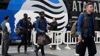 Para pemain Atalanta tiba di Hotel Westin, Valencia jelang pertandingan melawan Valencia CF pada leg kedua babak 16 besar Liga Champions 2019/2020 (AFP/Jose Jordan)