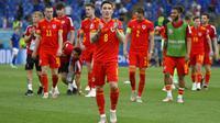 Pemain Wales Harry Wilson memberi tepuk tangan kepada para penggemar usai melawan Italia pada pertandingan Grup A Euro 2020 di Stadion Olimpiade Roma, Italia, Minggu (20/6/2021). Italia menang 1-0. (Riccardo Antimiani, Pool via AP)